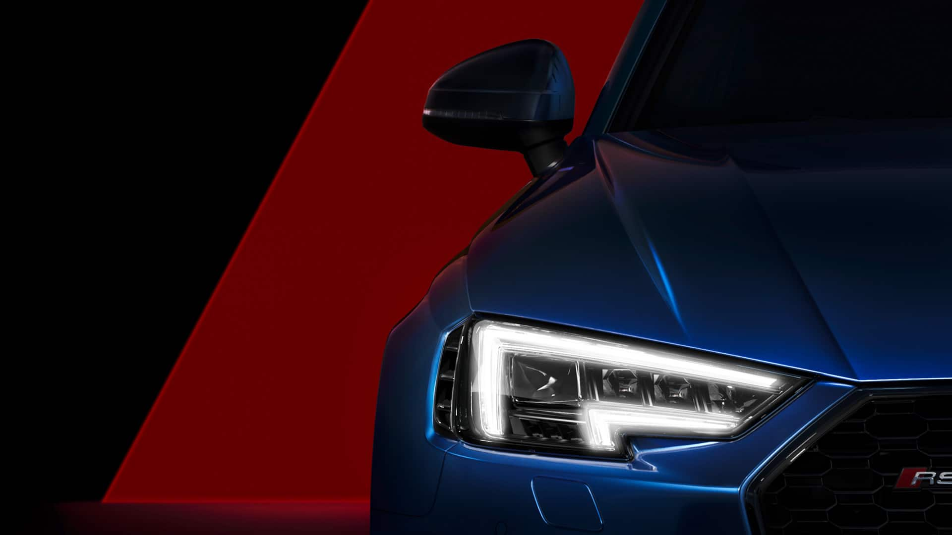 See and be seen: the daytime running lights not only underline the distinctive look of the RS 4 Avant, but add an important safety benefit despite their low watt power consumption.